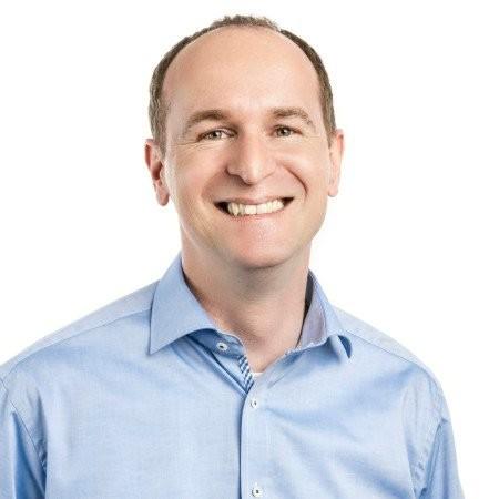 Foto von neuem Team-Mitglied Markus Gorga, Mann mit blauem Hemd und braunem Haar